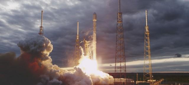 SpaceX'in roketi Falcon 9 Yeryüzüne Başarılı İniş Yaptı