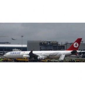 Türk Hava Yollarına ait uçak pistten çıkıp çamura saplandı